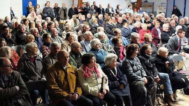 les-pretres-de-la-communaute-saint-martin-rencontrent-les-evronnais
