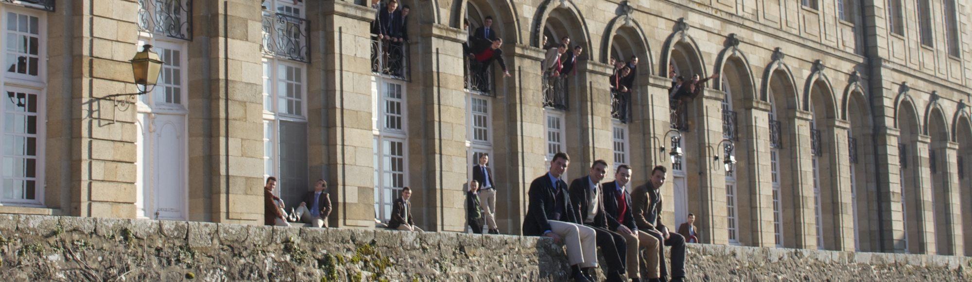 seminaristes devant abbaye evron 1