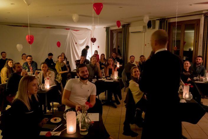 Fête de la Saint Valentin avec les couples se préparant au mariage.